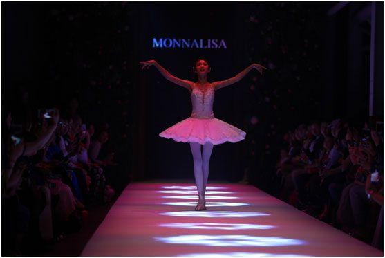 名星秀国际时装周 MONNALISA在上海华丽展现